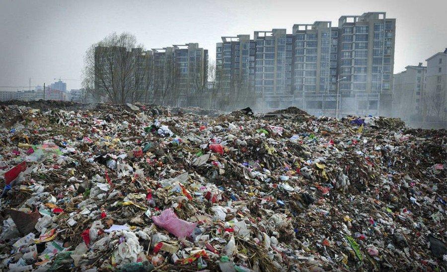 Тонны мусора в окрестностях городов - не подлежащего утилизации
