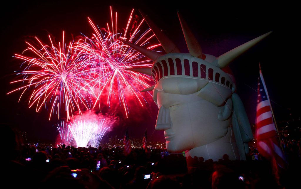 "Fireworks explode behind a life-size, inflatable head of the Statue of Liberty at Gas Works Park in Seattle during the ""Family 4th on Lake Union"" celebration. (Joshua Trujillo/seattlepi.com)"