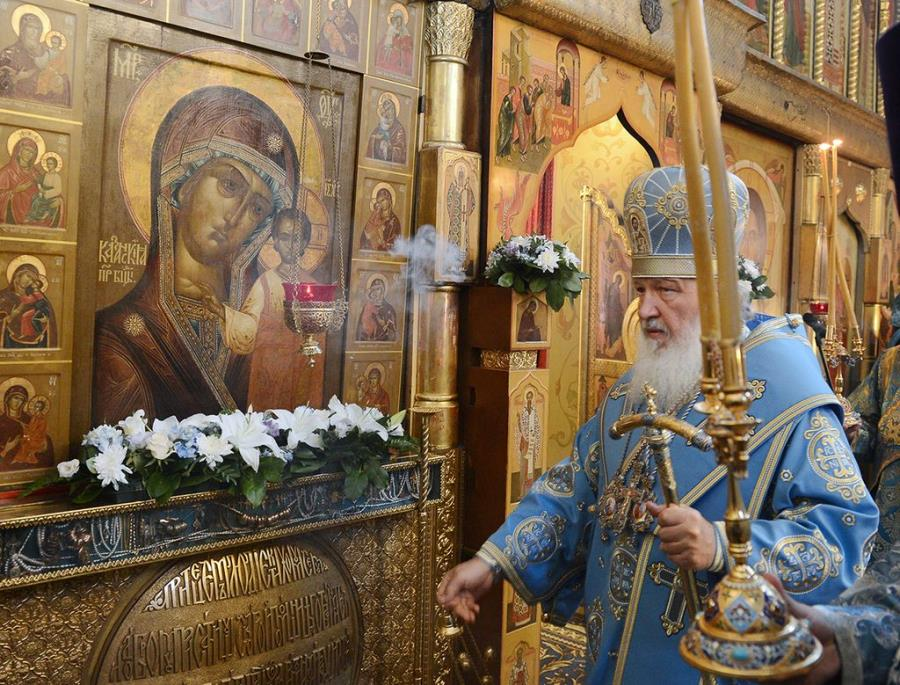 08.-Patriarshee-sluzhenie-v-prazdnik-Kazanskoy-ikonyi-Bozhiey-Materi-v-Kazanskom-sobore-na-Krasnoy-ploshhadi