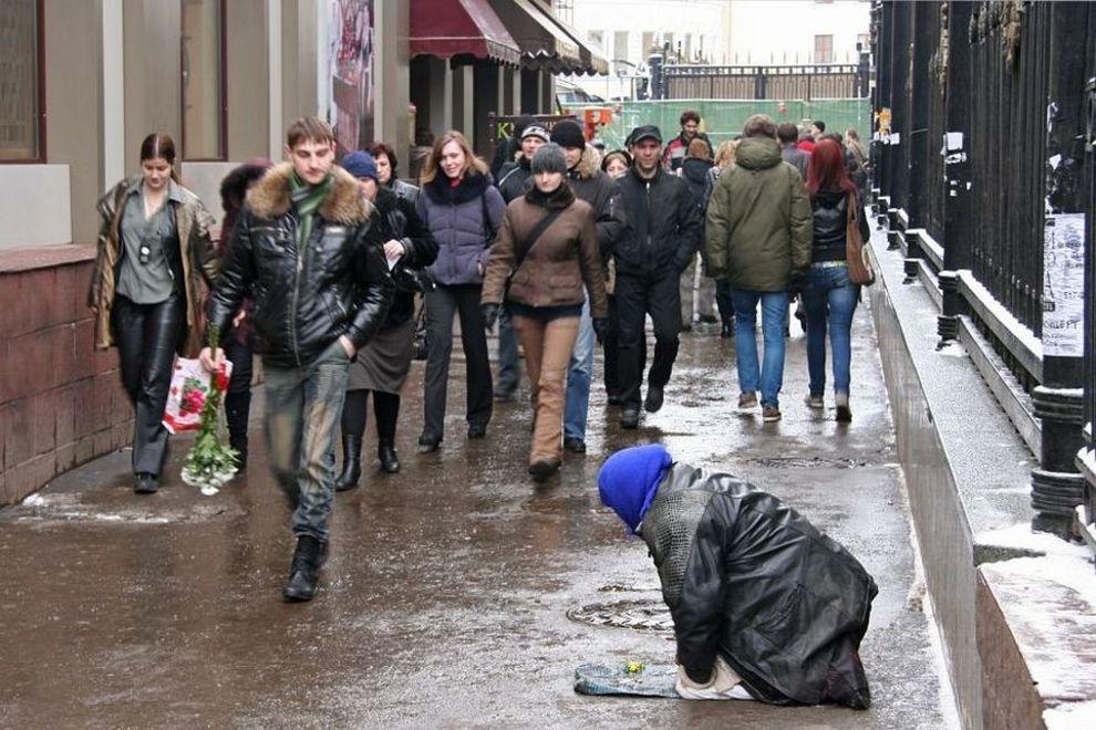 Дневной заработок «профессионального» нищего – от 15 до 20 тыс. рублей. Разумеется, все эти деньги он себе не оставляет; большую часть забирает так называемый менеджер