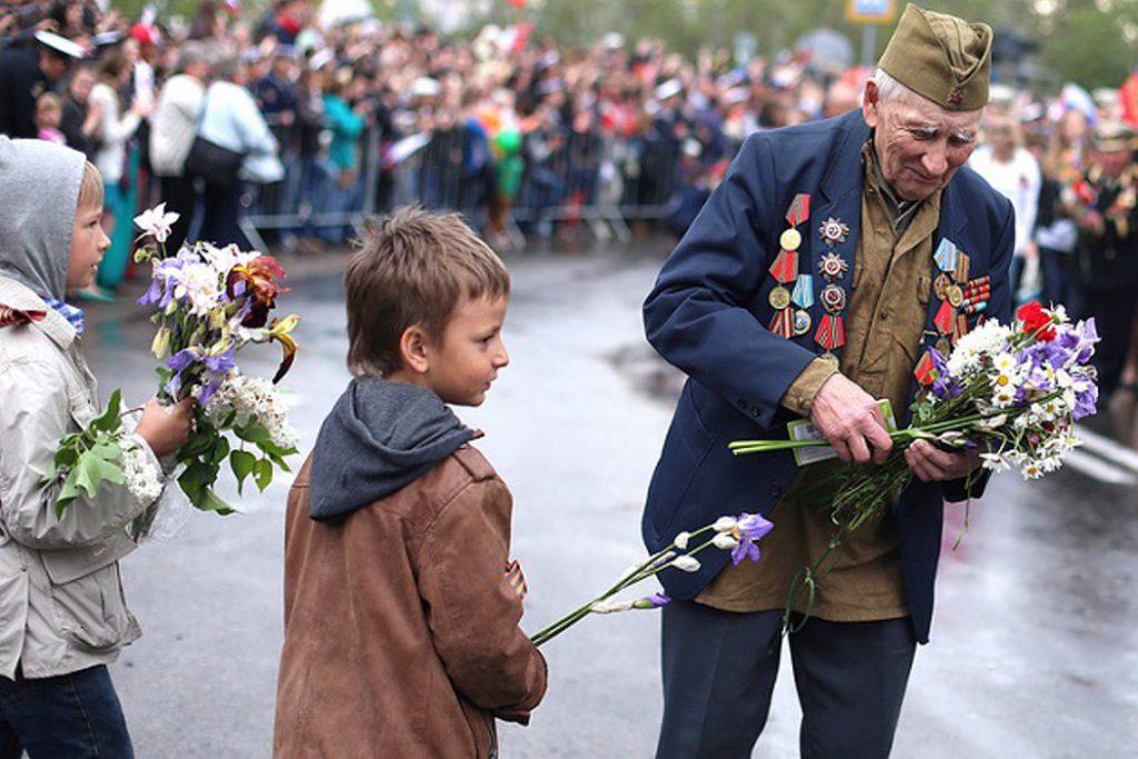 Минутой молчания страна вспоминает погибших солдат, отстаивавших свободу и суверенитет Родины.