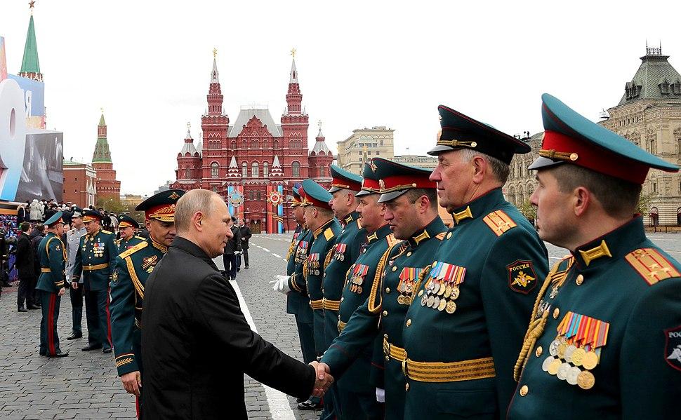С 1991-го, в связи с распадом СССР, вновь прослеживается перерыв демонстрации военной техники во время празднования Дня Победы.